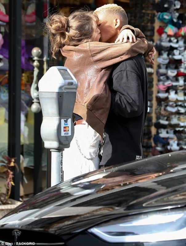 Jaden Smith And Girlfriend Odessa Adlon Give The Cameras A PDA-packed Show (3)