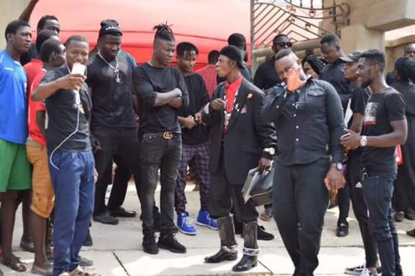 Stonebwoy Visits Ebony Reigns Father (3)