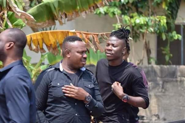 Stonebwoy Visits Ebony Reigns Father (4)