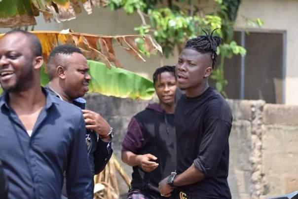 Stonebwoy Visits Ebony Reigns Father (10)