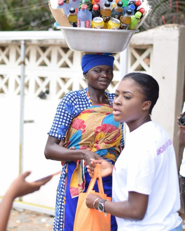 Fella Makafui Went Round The Streets Of Accra Giving Out Gifts To Handicaps (10)