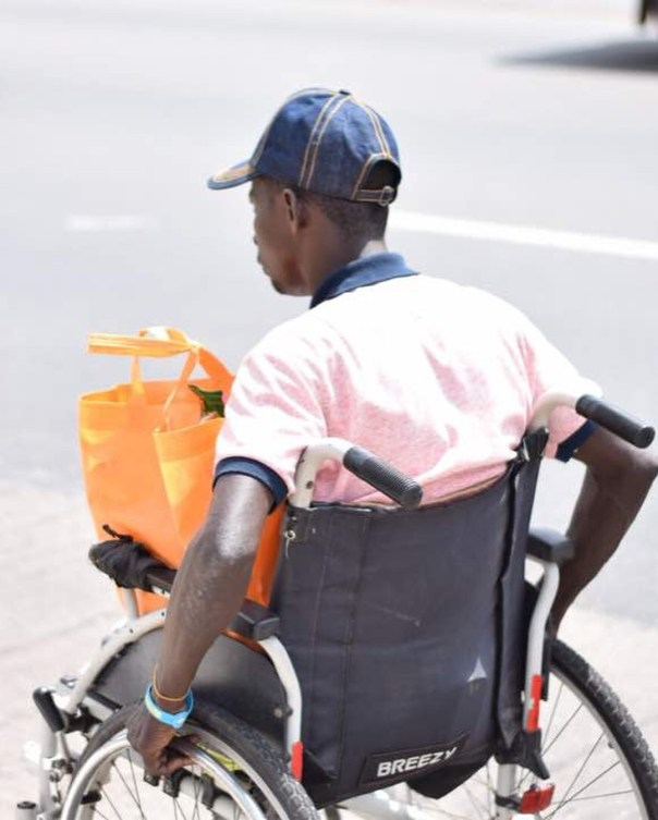 Fella Makafui Went Round The Streets Of Accra Giving Out Gifts To Handicaps (6)