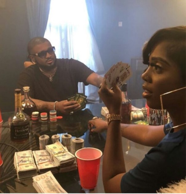 Tiwa Savage Pictured Gambling With Wads Of Cash In Dollars (2)