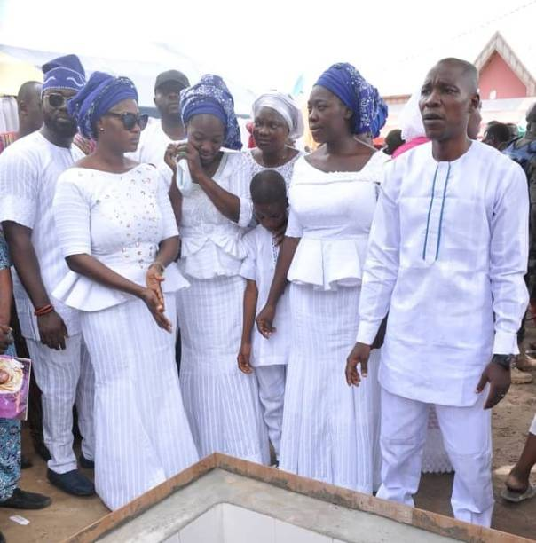 Mercy Johnson Weeps As She Buries Her Mother (4)