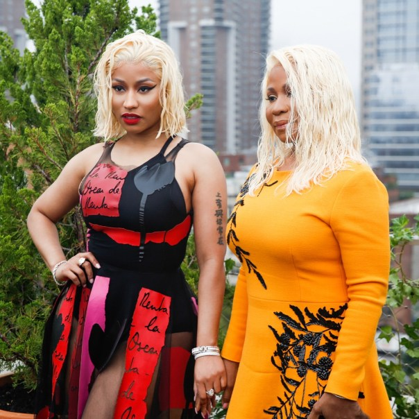 Nicki Minaj And Mother Twinning With Platinum Blonde Wet Hair (2)
