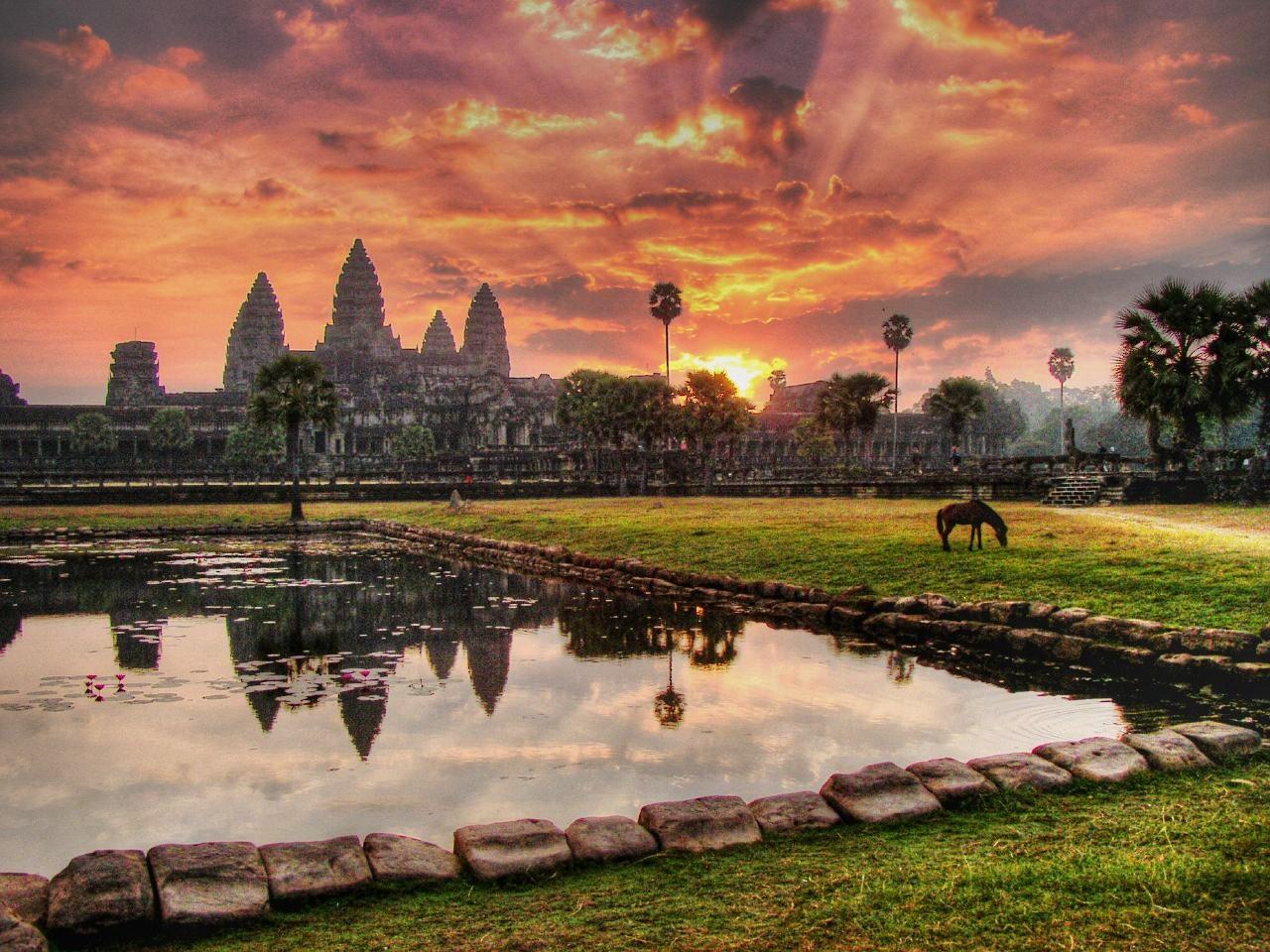 Готовимся к поездке в Камбоджу: «храм Анджелины Джоли», жаренные пауки и опасные мины