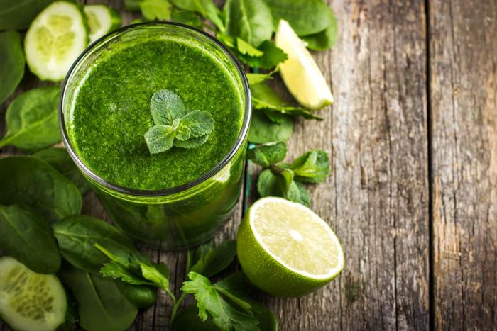 Секреты дикорастущих трав. Топ 5 рецептов целебных коктейлей + лечебная сила простой зелени