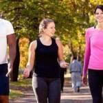 Conoce 10 beneficios de caminar y ponte en forma