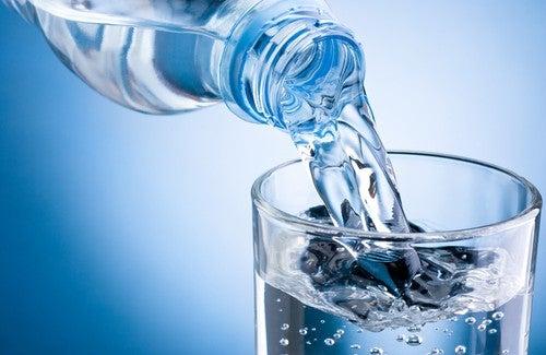 Résultats de recherche d'images pour «boir de l'eau»