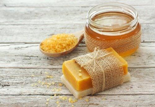Comment-preparer-un-savon-a-la-carotte-500x346