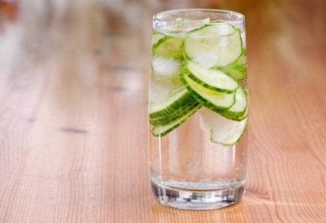 L'eau au concombre et les vitamines.