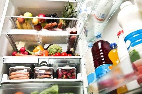 le citron élimine les odeurs du réfrigérateur