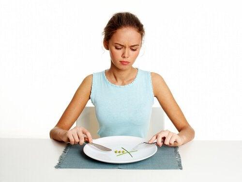 sauter le petit déjeuner ou n'importe quel repas principal est une erreur matinale qui vous empêche de perdre du poids