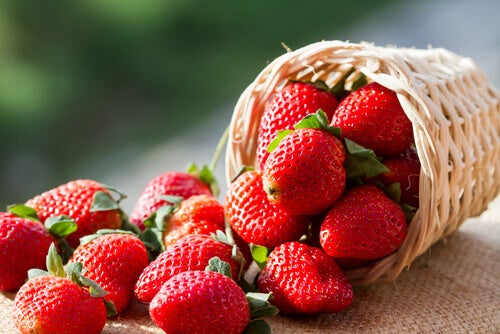 """Strawberries are fat burners """"width ="""" 500 """"height ="""" 334 """" data-recalc-dims="""