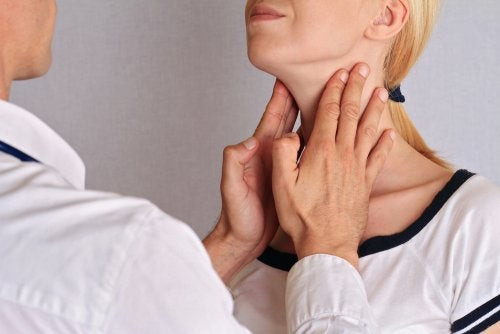 Thyroid massage to improve hypothyroidism