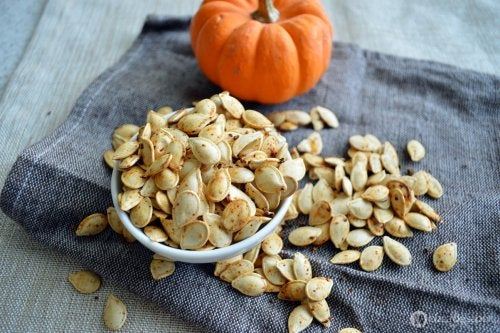 "pumpkin seed smoothie ""width ="" 500 ""height ="" 333 "" data-recalc-dims="