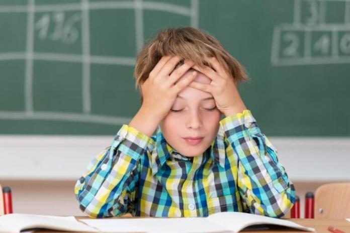enfant ayant des maux de tête