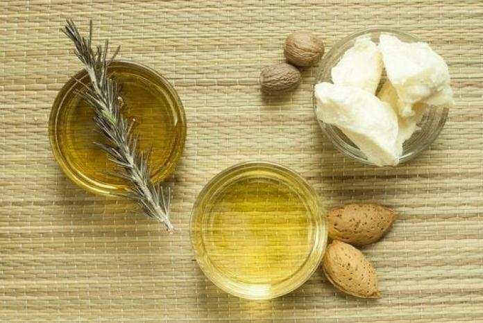 Beurre de karité et huile d'amandes pour hydrater votre peau