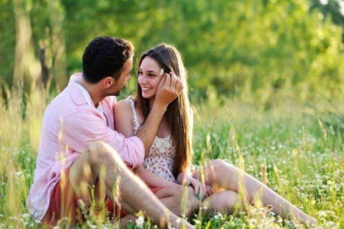 les couples durables savent que l'amour se loge dans les petits détails