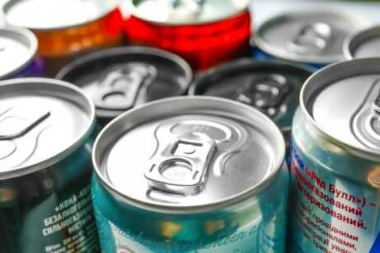 Des boissons énergétiques ensemble.