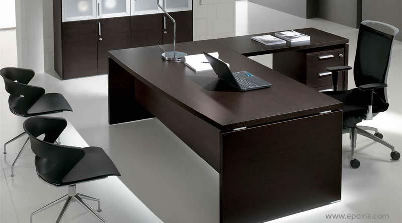 un bureau de direction finition ebenisterie ou sur mesure pour affirmer la qualite de l entreprise ou un plateau en verre trempe renforcant l image de