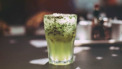 planter de la menthe pour faire des cocktails comme des mojitos