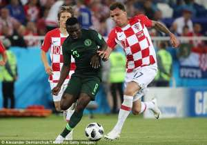 Mario Mandzukic (right) is now the only out-and-out forward in Croatia's World Cup squad [www.amenradio.net]