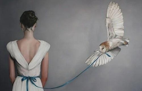 Mulher com uma coruja