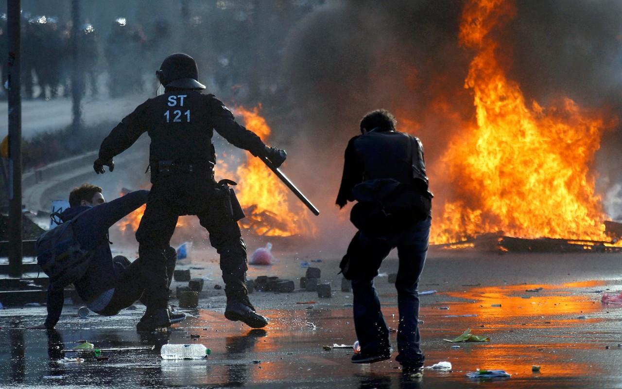 Protesters Clash With Police Near ECB in Frankfurt  Al Jazeera America