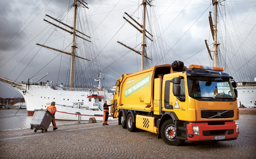 Waste being unloaded in Göteborg for transport to the Renova plant.