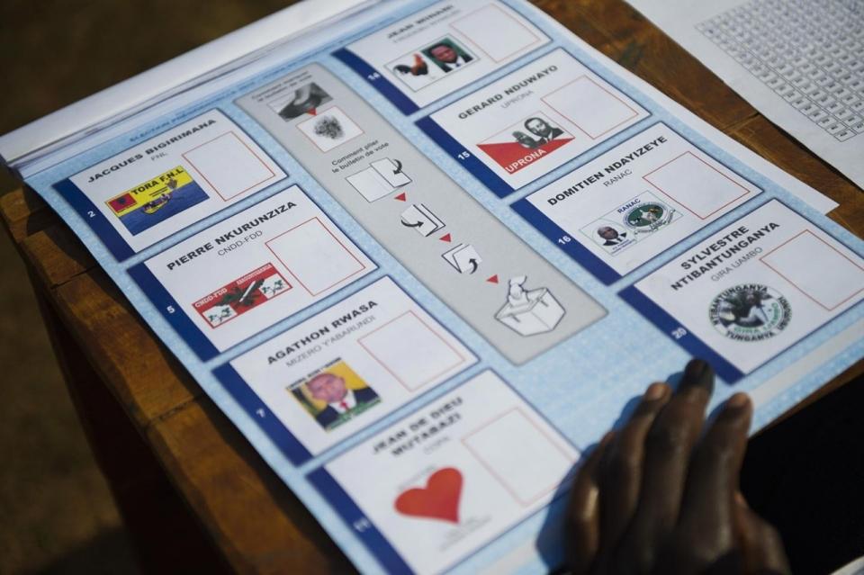 https://i0.wp.com/america.aljazeera.com/content/ajam/multimedia/photo-gallery/2015/7/photos-elections-in-burundi/_jcr_content/slideShowImages/slide8/image.adapt.960.high.burundi_elections_08a.jpg