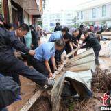Floodwater Washes away Cars in Yunnan