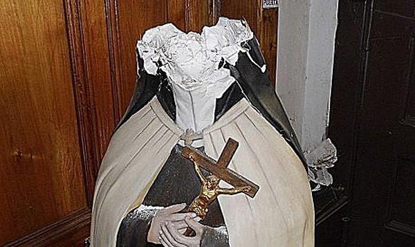 DESTRUYEN IMAGEN DE TERESA DE LOS ANDES