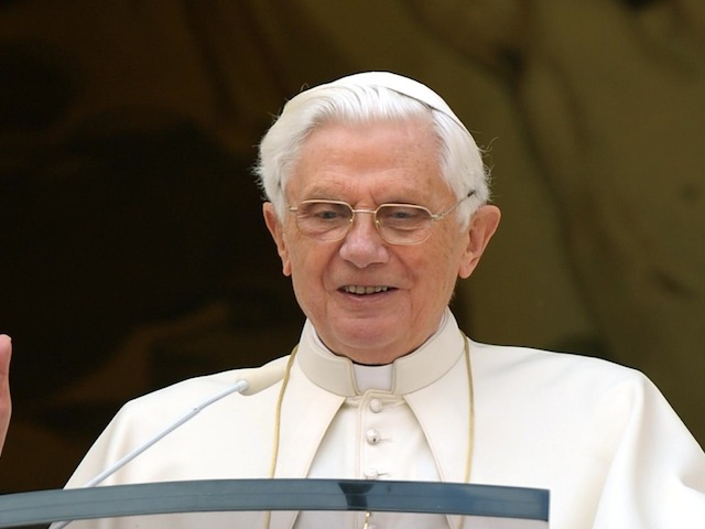 BENEDICTO XVI DIMITE COMO PONTIFICE