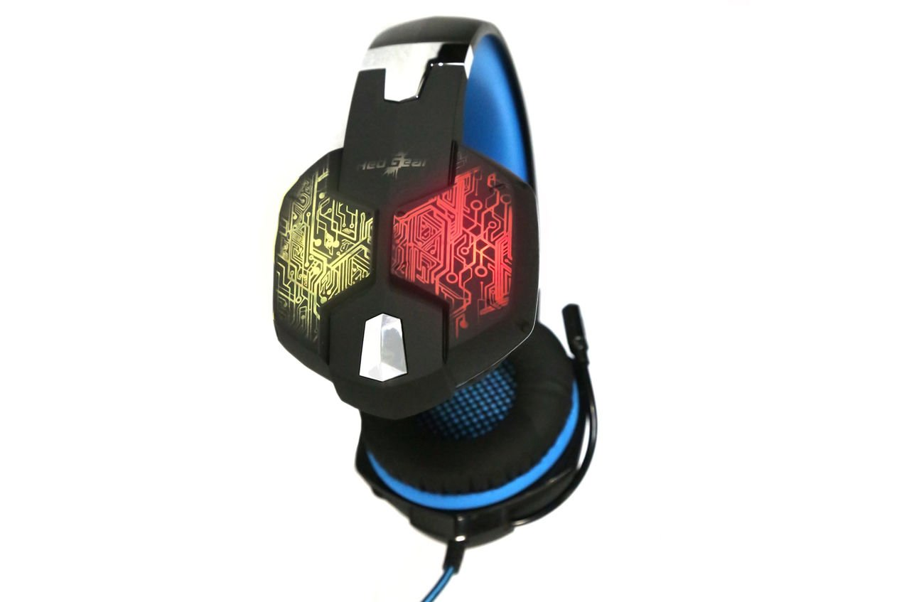 hight resolution of redgear hell scream professional gaming headphones with 7 rgb led colors and vibrations