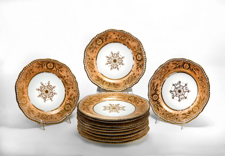 Set of twelve porcelain dessert plates Marked Spode/ Felspar/ Porcelain Stoke-on-Trent, Staffordshire, c. 1810-1815.