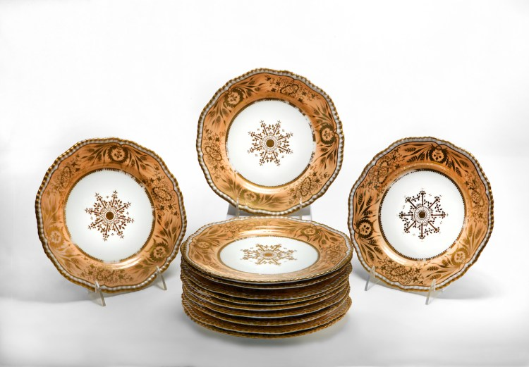 Set of Twelve Porcelain Dessert Plates Marked: Spode/Felspar/Porcelain/3926 with salmon-colored border with gilt decoration, white body with gilt snowflake center design.