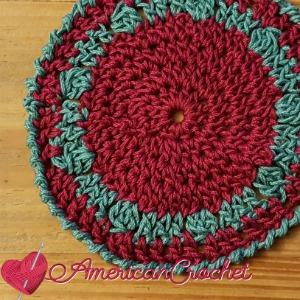 24/7 Holiday Coaster | Crochet Pattern | American Crochet @americancrochet.com #crochetpattern