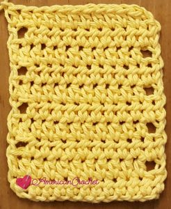 Christmas Ornament Hotpad Tutorial | Free Crochet Pattern | American Crochet @americancrochet.com #freecrochetpattern
