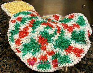 Christmas Ornament Hotpad | Free Crochet Pattern | American Crochet @americancrochet.com #freecrochetpattern