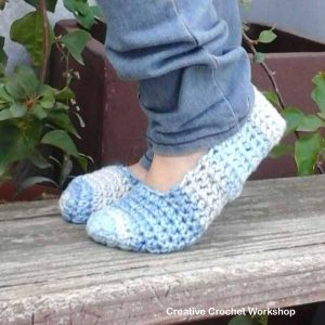 Winter Blues Easy Slippers | Free Crochet Pattern | Creative Crochet Workshop @creativecrochetworkshop #WinterBluesEasySlippers