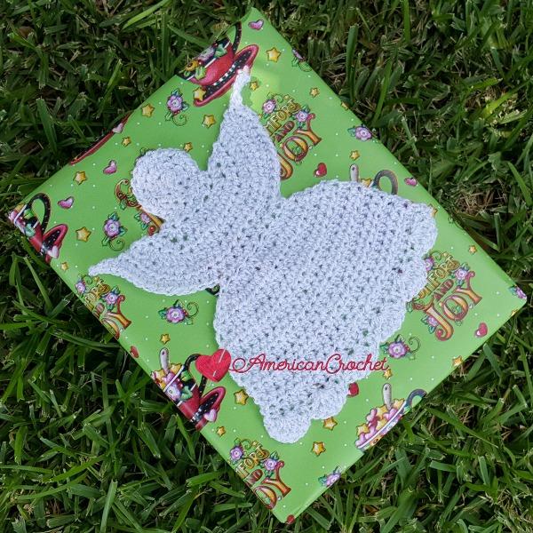 Sweet Christmas Angel Applique | Free Crochet Pattern | American Crochet @americancrochet.com #freecrochetpattern