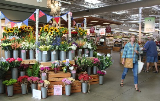 Town & Country's Central Market in Poulsbo, Washington, went all in with American Flowers Week!