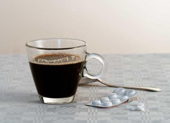 La cafeína puede parecer una buena opción para curar los efectos de la desvelada, pero puede que no sea suficientes para compensar las carencias en los procesos mentales