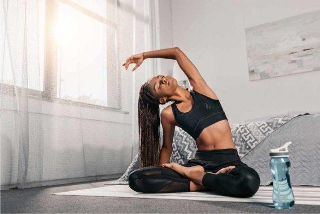 Practicar yoga para aliviar el dolor es otro mito del ejercicio que no aplica a todo el tipo de molestias