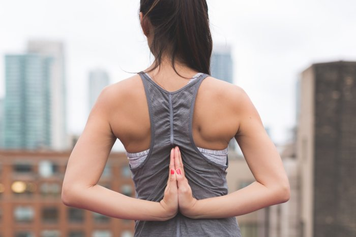 yoga chica postura