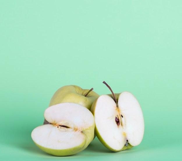 """Las frutas contienen un azúcar llamado fructosa, que pasa lentamente a la sangre, por lo que son una buena alternativa como """"snacks energéticos"""" antes de entrenar."""
