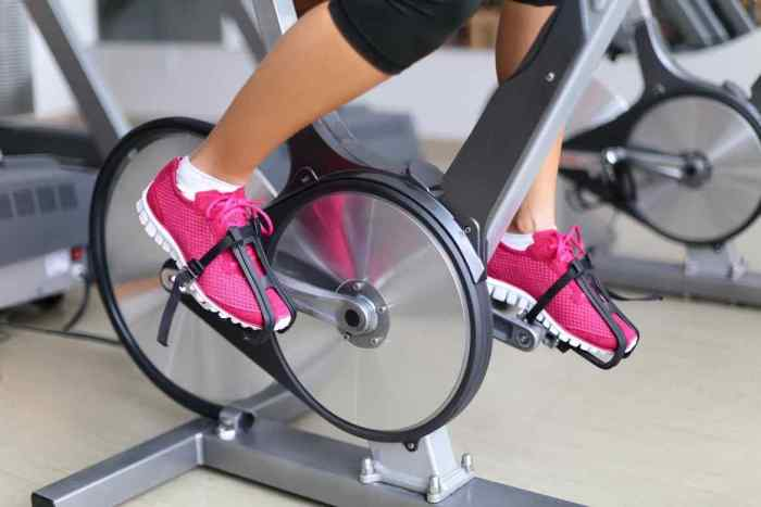 Una rutina con intensidad moderada de spinning es perfecta para quemar de 400 a 600 calorías