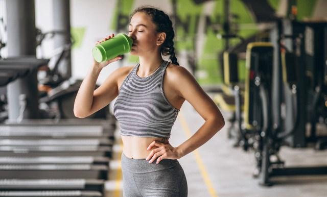 4 alimentos que contienen proteínas y cuándo consumirlos para crecer tus músculos