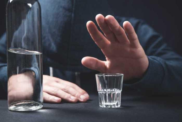 Cuando bebes en exceso, tu sistema inmunológico se debilita, volviéndote vulnerable a enfermedades.